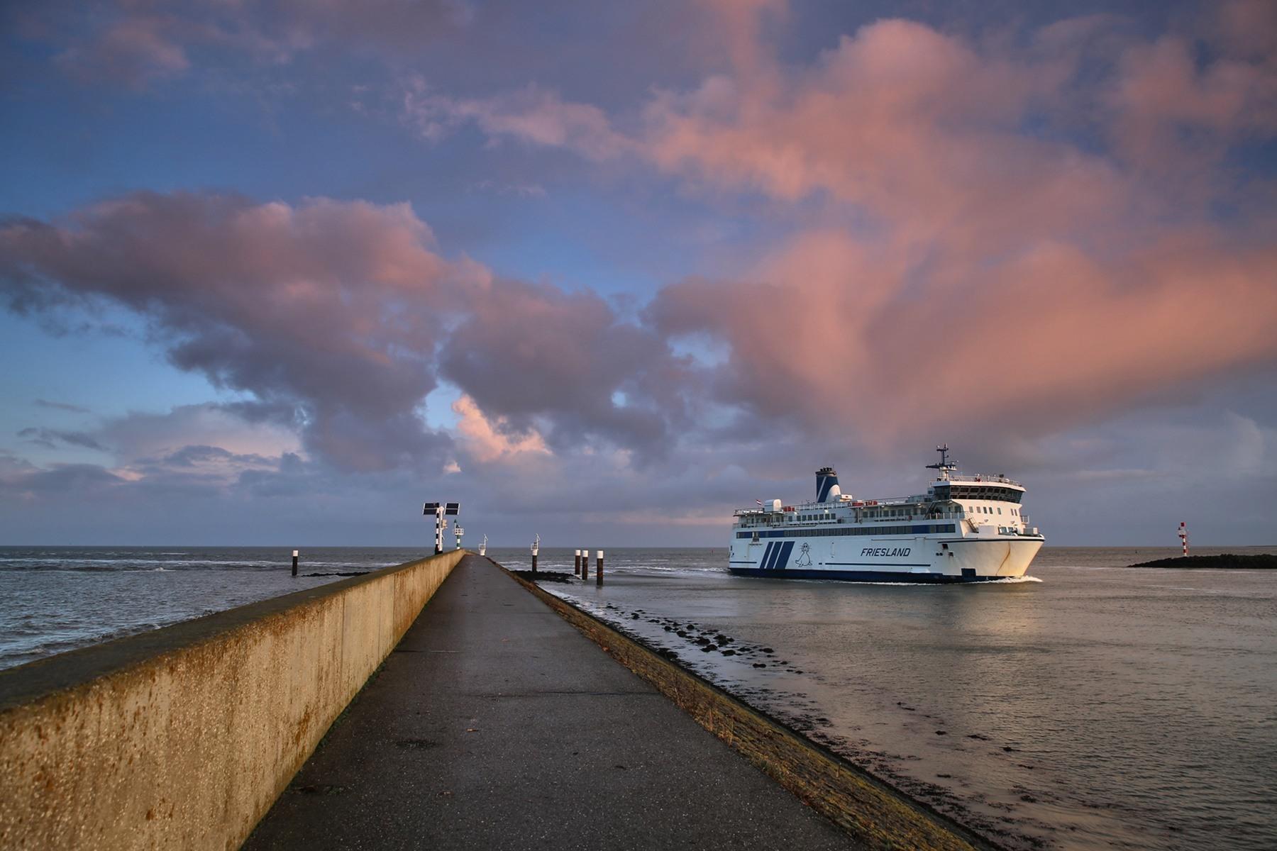 Rederij Doeksen sailing schedule